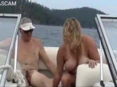 เอากับเมีบบนเรือยอชส่วนตัว เหี่ยวขนาดนี้ หอฟินหีตอนแก้หน่อยนะLive Porn Video