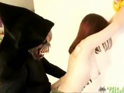นักเย็ดโรคจิตเล่นหนังโป๊ ไส่ชุดสัตว์ประหลาด เทรนงานสาวAV Videoควยคนนี้แทงทะลุน้ำเงี่ยนคาหี