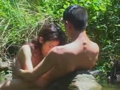 อึ๊บกันที่น้ำตก มันเงียบเลยเงี่ยน จับแฟนเย็ดหี จากหนังโป๊ไทยxnxx Redtubeเรียกว่ามันส์ เห็นควยหีจริงจัง