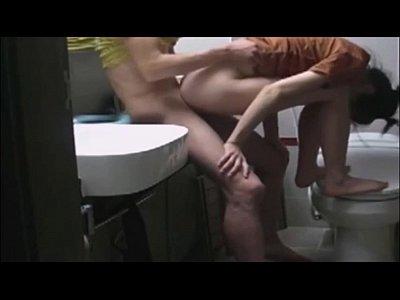 18+แอบจัดกับเมียน้อยในห้องน้ำตั้งกล้องถ่ายเด้าหีท่าหมาด๊อกกี้Porn Xvideosเสียบหีฟิตควยน้ำไหลเยิ้มเลยหวะ