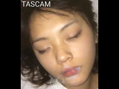 พี่ชายชักว่าวxxxไส่ปากน้องสาวตัวเอง นอนหลับเฉยๆได้กินกลูโคสในน้ำควยของพี่ชาย เต็มปากเรียบร้อย