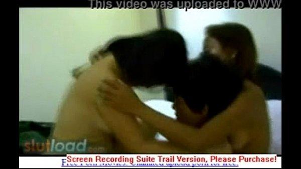 คลิปหลุดThaiสวิงกิ้งชายหนึ่งหญิงสองรุมมั่วsexกระหรี่ขายตัวที่ชายแดน กามสุดอีกคนเลียหัวนม อีกคนเข้าขย่มควย