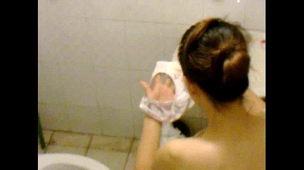 แอบถ่ายสาวเข้าห้องน้ำที่โรงแรมข้างห้องปีนมาถ่ายกำลังล้างกางเกงใน แก้ผ้าหุ่นดีพริตตี้ชัดนมโตเด้งเหลือเกินน่าจัดมากๆ