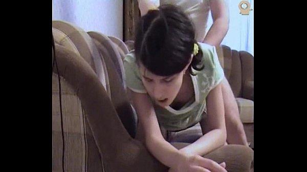หลุดเปิดซิงน้อง Little Lolita สาวรัซเซียหีขาว โดนตาแก่กระเด้าหีคาโซฟา แอ่นรอไม่มีการสะบัดออกฟินไม่เบานะหล่อน