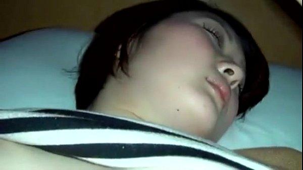 คลิปเด็ดHot ลักหลับเพื่อนสาวเมานิ่ง โดนแหย่หีแล้วจับถ่ายคลิปโป๊อัดตอนเสียบควยเข้ารูหี หีเนียนกริ้บไม่มีหมอยบังตา