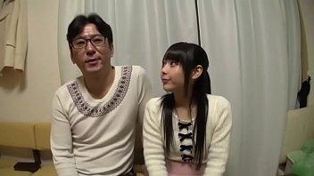 พ่อลูกยอมเล่นหนังโป๊ญี่ปุ่นแลกเงินไปเที่ยว ต้องxxxลูกสาวตัวเอง ไม่รู้ทำลงได้ไง ตาแว่นหื่นเนี่ยหาข้ออ้างมาเย็ดเปิดซิง