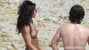 ถ่ายแอบดูหีโป้คลิปสาวชายหาดกับแฟนหนุ่ม ยืนแก้ผ้าหีห้อยควยพาด อยากผิวแทนเจอมีดีส่องxxxเต็มๆ ร่องหีไร้ขนหมอยกับควยยาวใหญ่พาดเอว